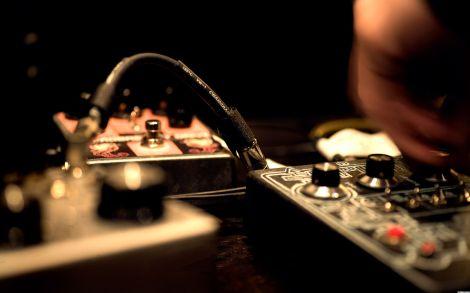 15922-music-dj-sampler-console