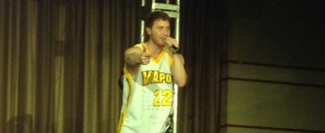 Posner performs at Valpo
